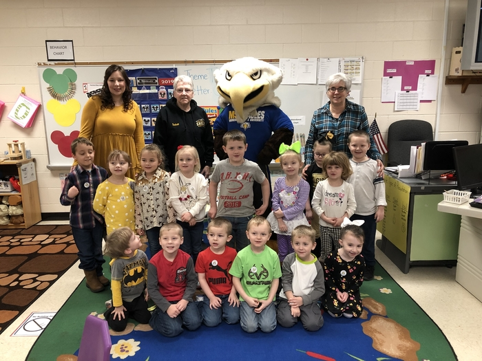 Head Start welcomes Beaker the Morehead State mascot!  Go Eagles!