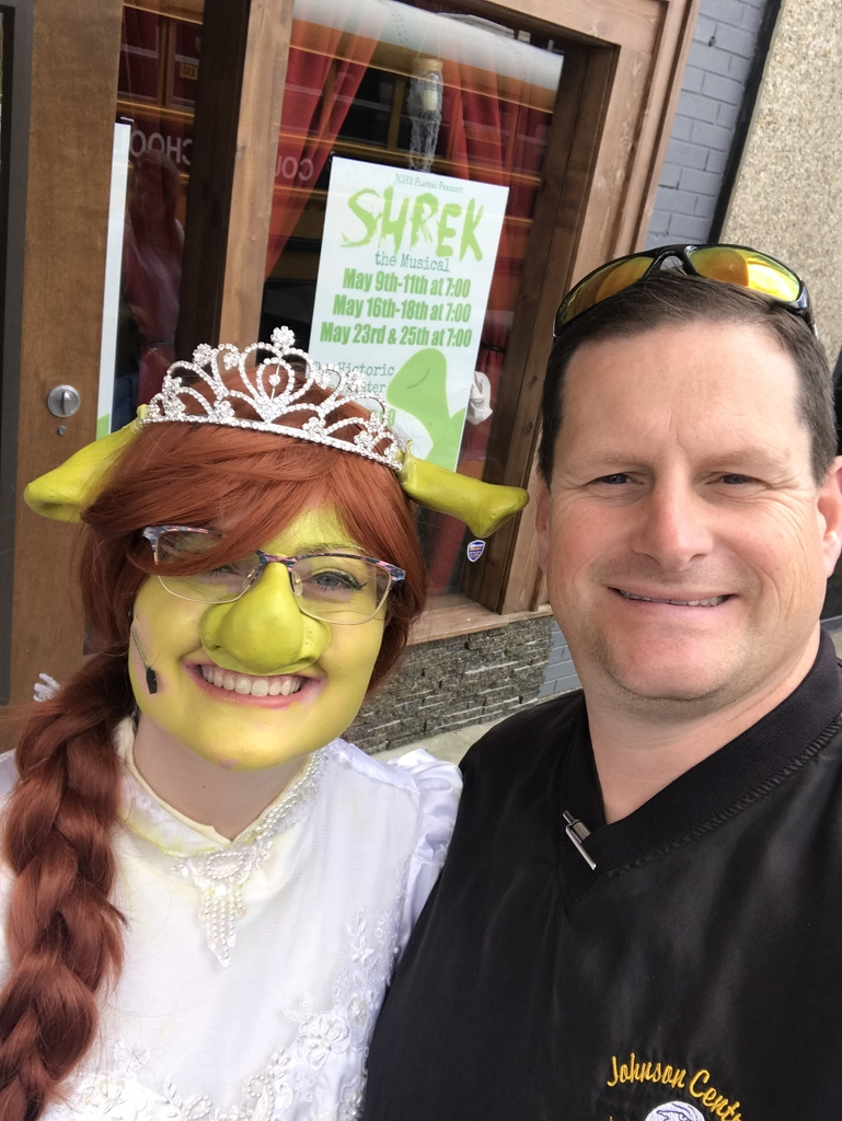 Awesome to see former Greyhound Amelia Kretzer perform in Shrek today at this Sipp! Awesome play with some awesome students participating.