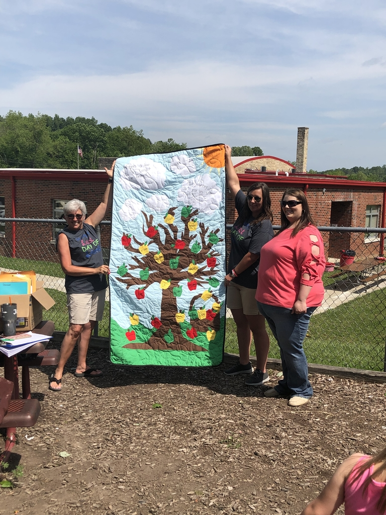 Quilt given to the parent with most volunteer hours!