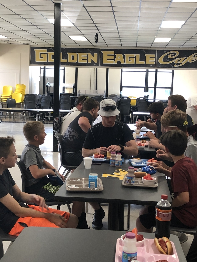 The kids loved eating lunch with Cody