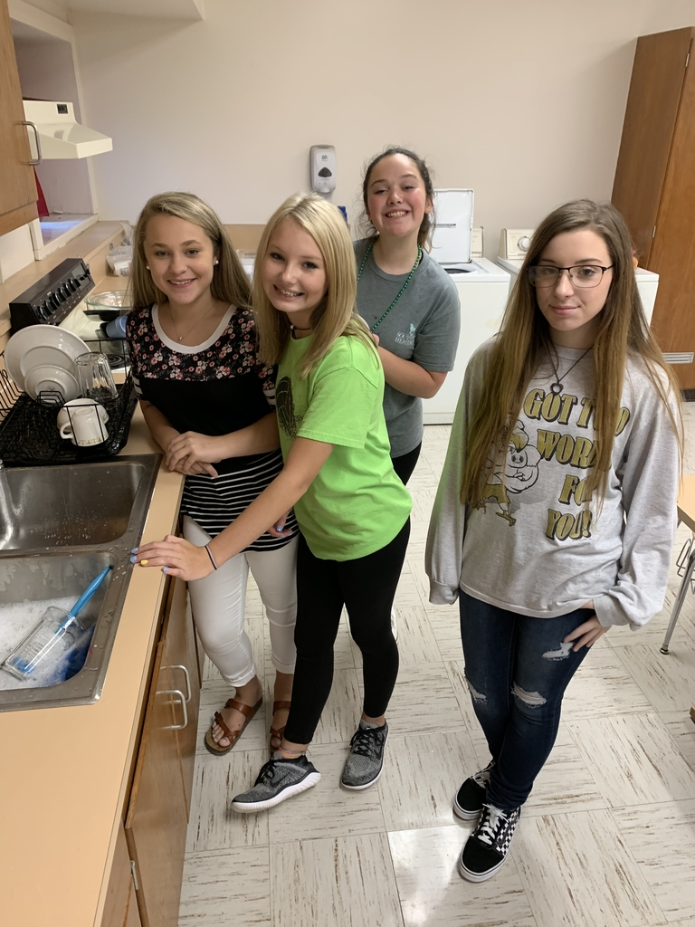 Life Skills students demonstrate proper dish washing techniques 💛🦅