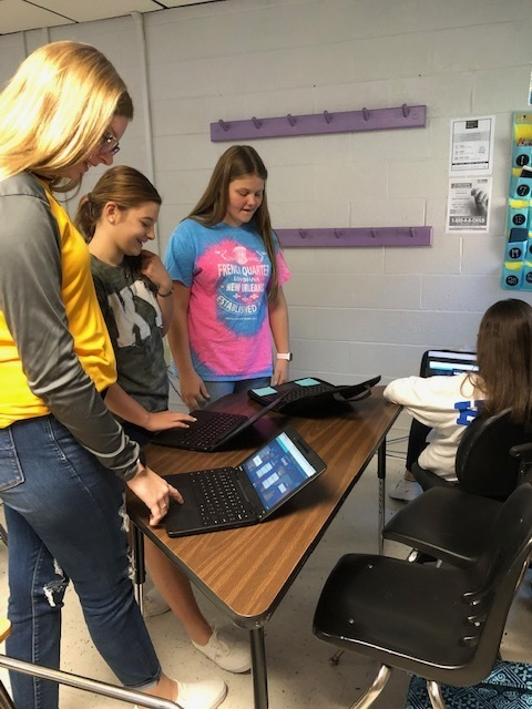 Mrs. Moore's Advanced ELA class practicing for a vocabulary quiz using Quizlet Live.